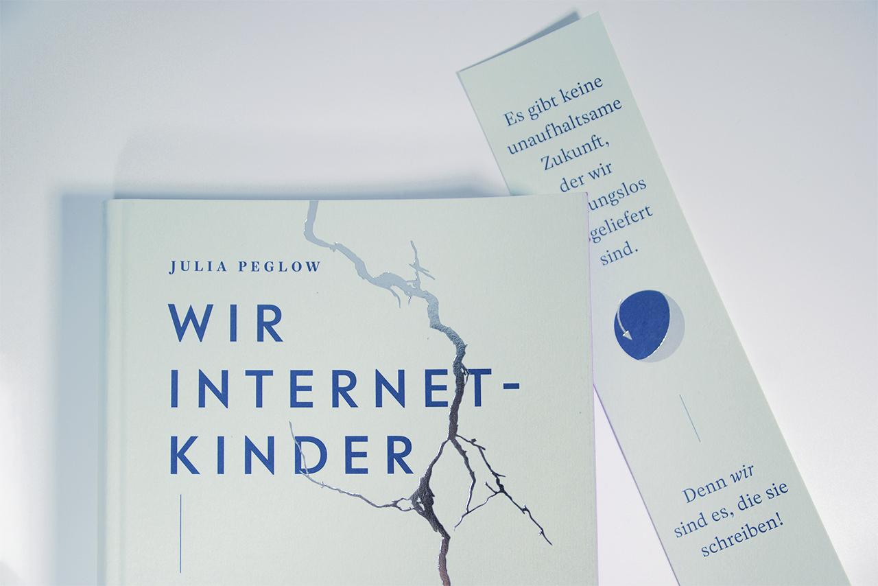 """Detailabbildung zu """"Wir Internetkinder"""" von Julia Peglow: Coverabbildung mit Lesezeichen"""
